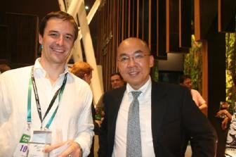 新西兰贸发局中国总裁 TIM GREEN 先生(左)和持牌顾问 PETER JIANG(右)合照